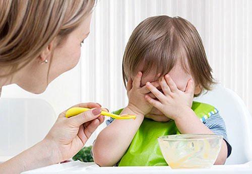 Bé bị ốm dẫn đến biếng ăn